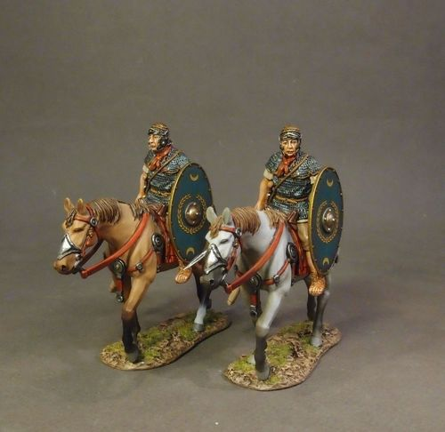 ARMIES AND ENEMIES OF ANCIENT ROME, ROMAN AUXILIARY CAVALRY, 2 Cavalry Walking with Green Shield #1.