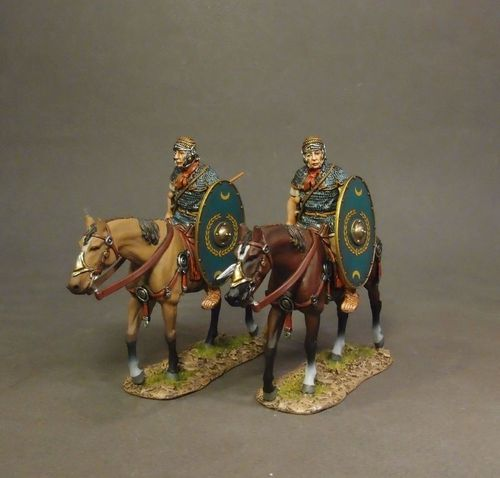 ARMIES AND ENEMIES OF ANCIENT ROME, ROMAN AUXILIARY CAVALRY, 2 Cavalry Walking with Green Shield #2.