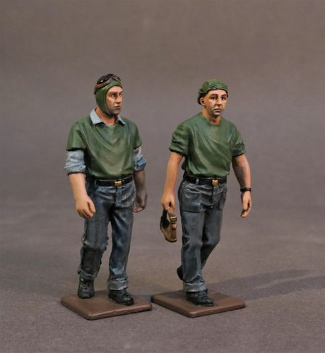 USS SARATOGA (CV-3), 2 CATAPULT CREW WALKING, (2pcs)