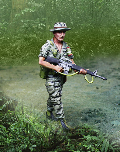 Vietnam LRRP Advancing